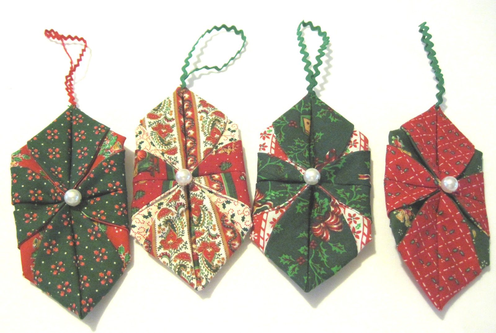 Folded fabric christmas ornaments patterns - Christmas Ornaments From Scrap Fabric