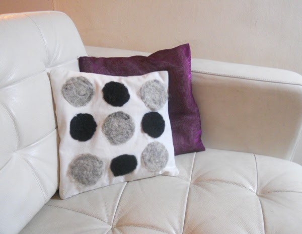 felt of fabric, wool on fabric, felt cushions, roving on fabric, pillow decoration, cushion decoration