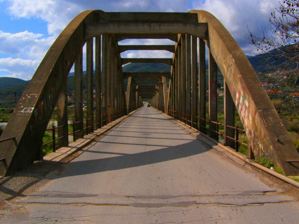 Ξεκίνησε ο φωτισμός της γέφυρας Μόρνου – dorida
