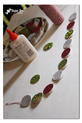 glueing+circle+garland+holiday+crafts.png