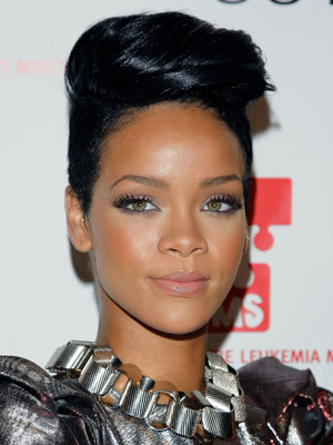 rihanna frisuren bilder frisuren ideen. Black Bedroom Furniture Sets. Home Design Ideas