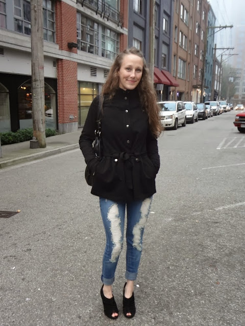 Alley in Vancouver, ripped blue jeans, black jacket, black purse