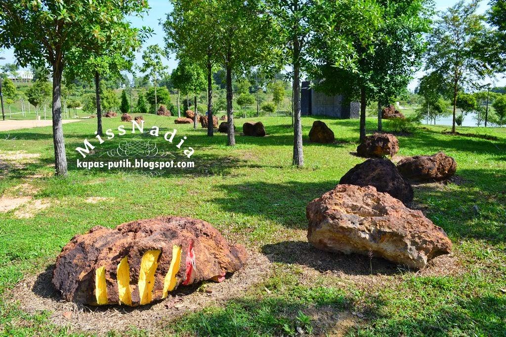 Alam Impian Part 1 - Robots and Rocks Art Park
