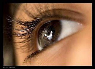 Cara Sehat Memakai Lensa Kontak