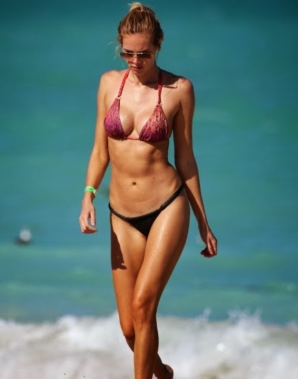 Lays Silva in Bikini at the beach in Miami