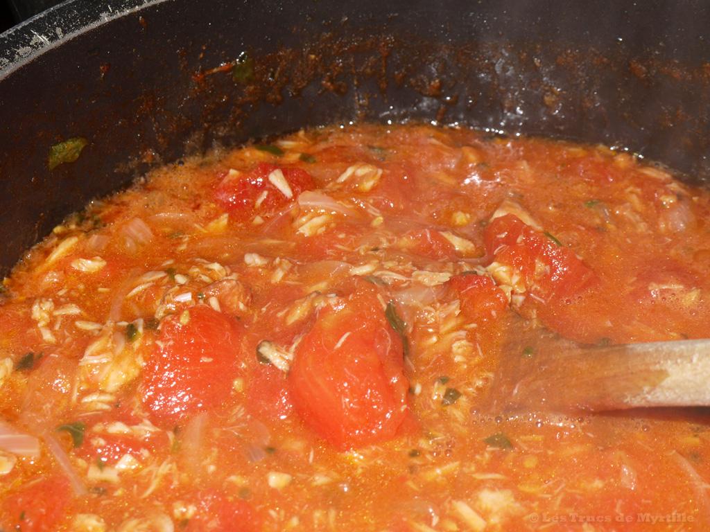 Voir la recette des pâtes au thon et à la tomate de Jamie Oliver