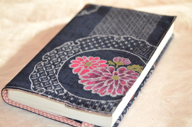 DIY Do It Yourself Buchhülle Nähanleitung zum Nachnähen, aus japanischen Stoffen, Kalenderhülle, Notizbuchhülle, ARD-Buffet, Anleitung