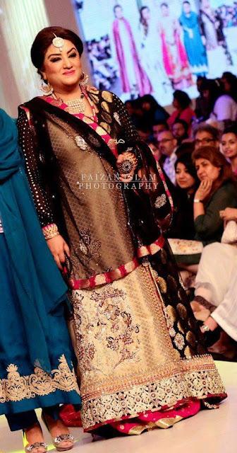 Hina Dilpazeer(MoMo), on ramp, in Bridal Couture Week In Pakistan Celebrities
