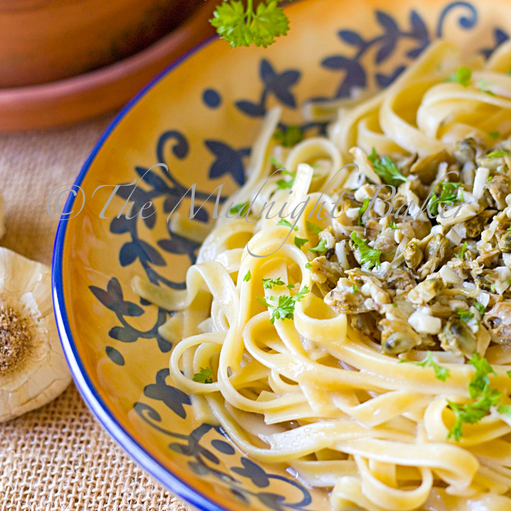 Linguine with White Clam Sauce - The Midnight Baker