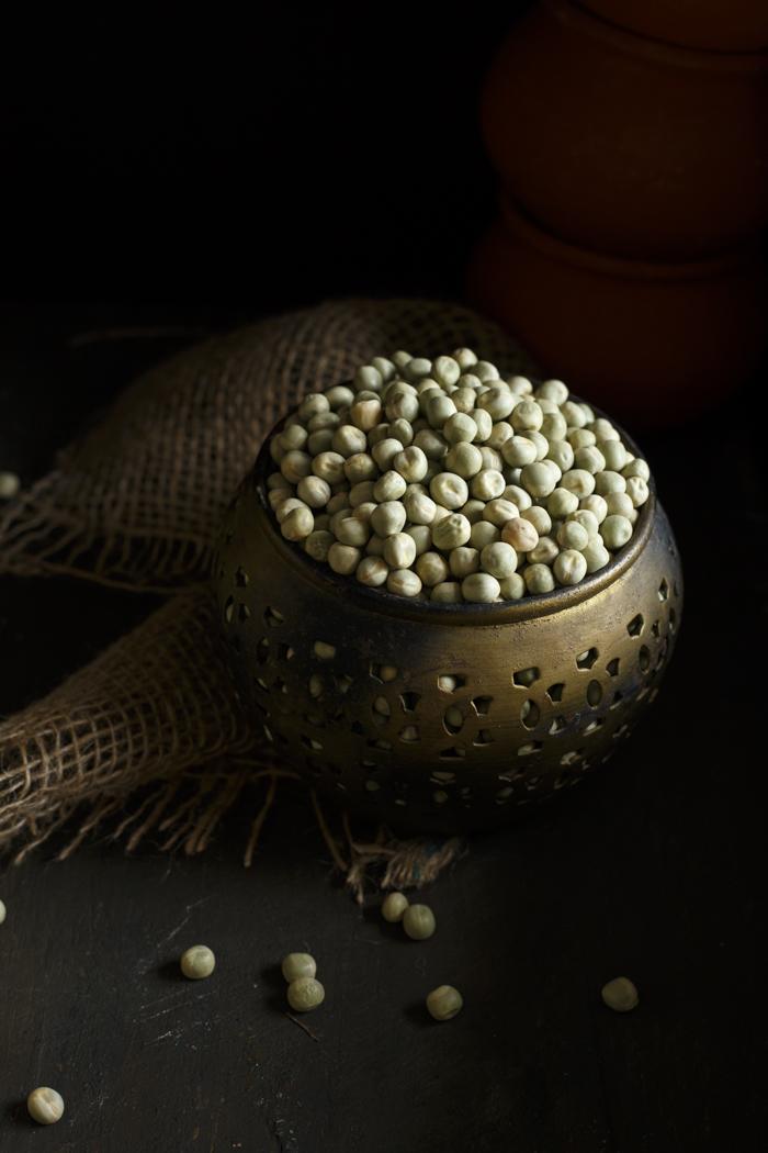 Ghugni – Dried Green Peas Curry | Street food from Calcutta
