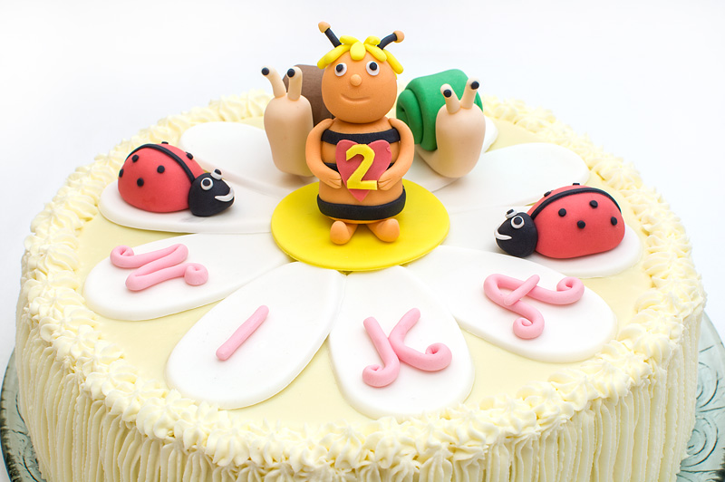 Bee Maya cake close up