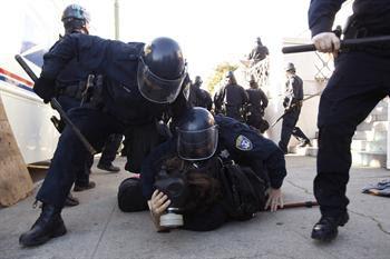 """EUA - California: Centenas de detidos em Oakland em mais um protesto """"occupy"""""""