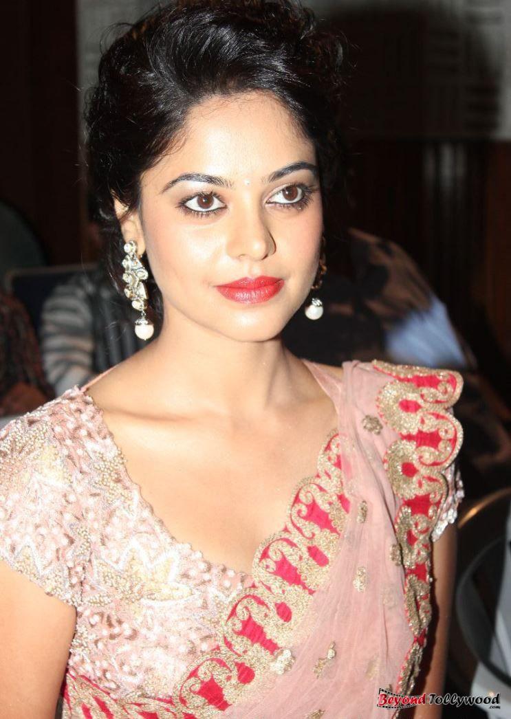 beyondtollywood bindu madhavi new saree photos