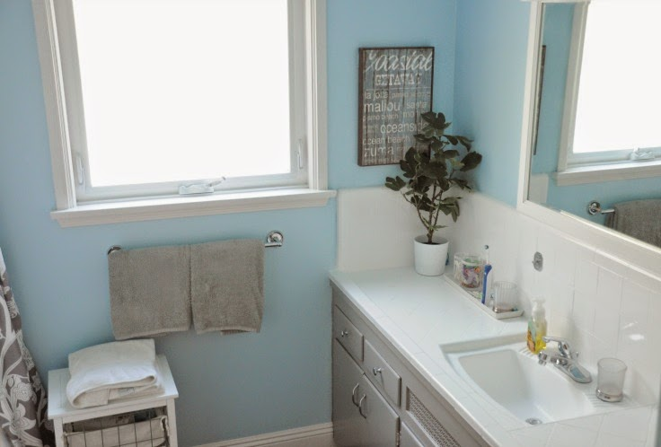 After: Kids Bathroom with white tile reglazed :: OrganizingMadeFun.com