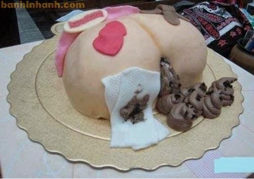 Những chiếc bánh sinh nhật hài VL, mông lợn và cứt có giấy vệ sinh