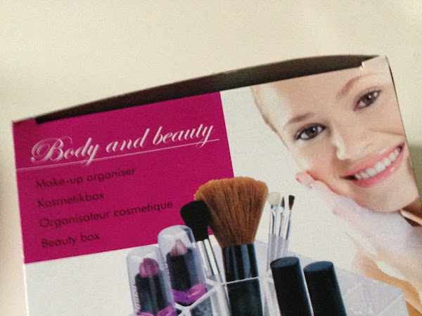 Action Body and beauty make-up organiser.