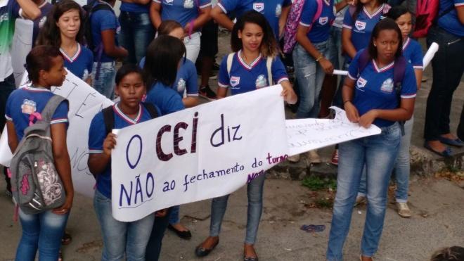 Alunos protestam contra mudança no CEI
