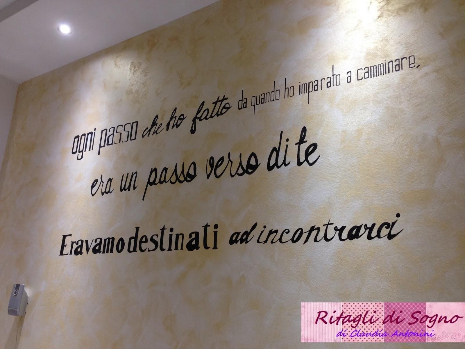 Ritagli di sogno scritta su parete soggiorno ogni passo - Scritte sulle pareti di casa ...