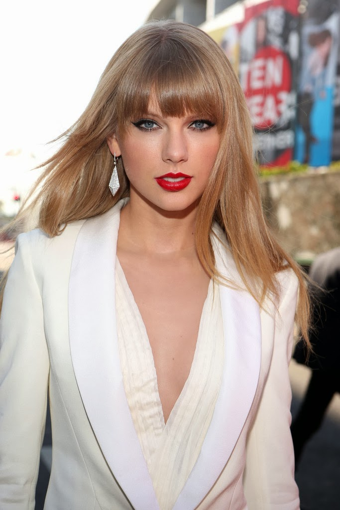 Hot Celebrity Haircut Taylor Swift S Blunt Bangs