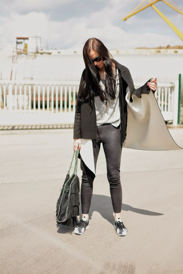 LamourDeJuliette_Black_And_White_Sneaker_Outfit_adidas_SML_003