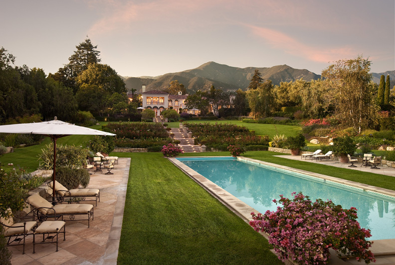 17 Opulent Mediterranean Landscape Designs Are The Daily: Refined Luxury And European Elegance Are Combined In This