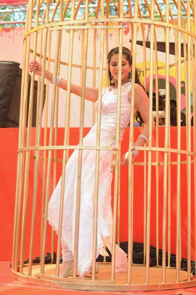 Sunny Leone practicing dance in cage which is confined space