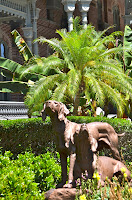 image of statue of Henry Plant's hounds at University of Tampa