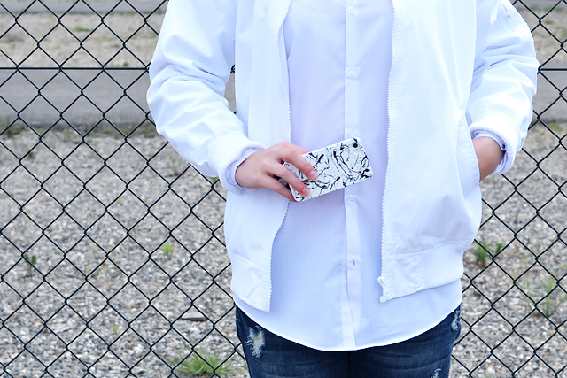 Outfit post by belgian fashion blogger: Asos, baseball jacket, white, primark, white shirt, boyfriend, oversized, primark, ripped, jeans, boyfriend jeans, even & odd, zalando, silver shoes. Minimal outfit, street style, trends 2015, white hair