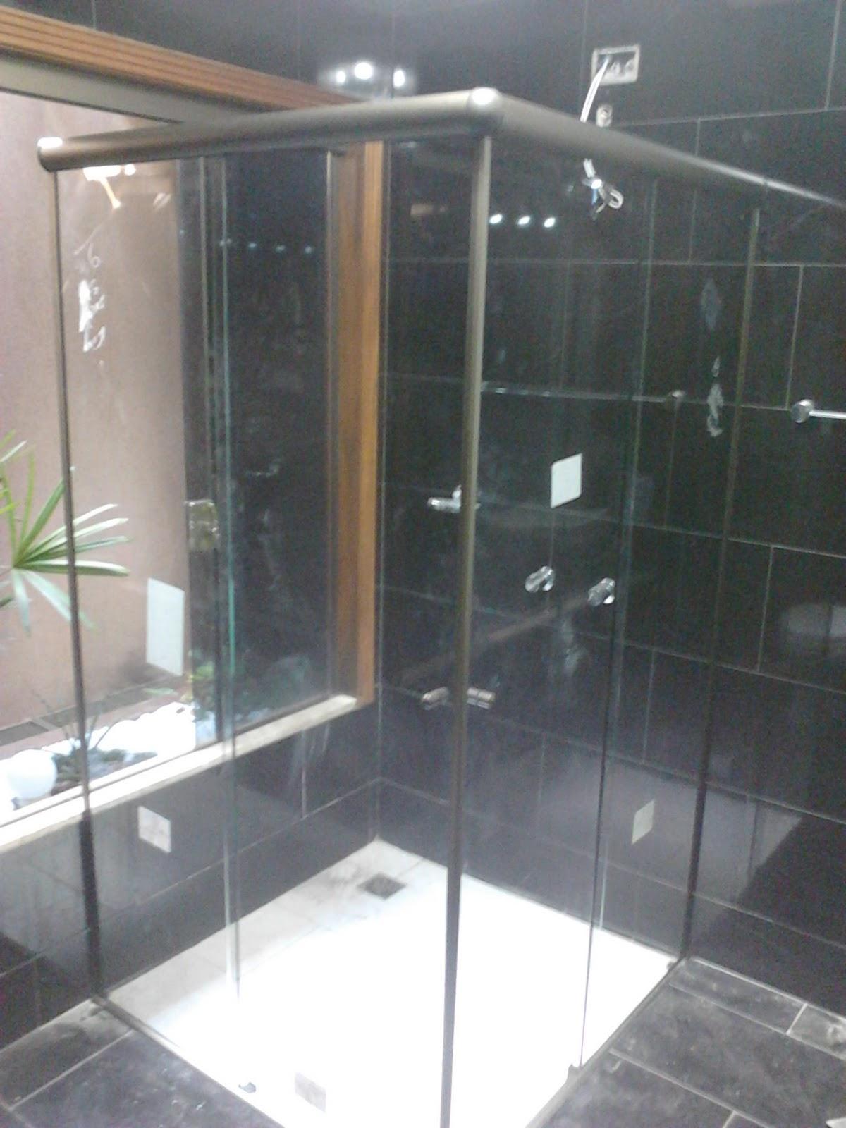 Imagens de #74634E Box Wc em vidro Incolor 08mm de Canto detalhe em um canto a janela  1200x1600 px 2820 Box Banheiro Londrina