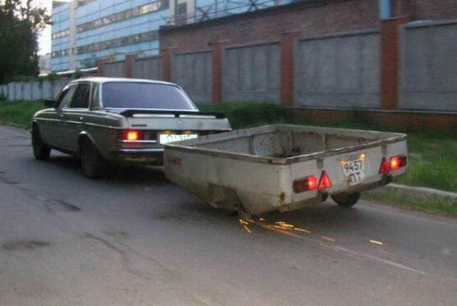 photo car lost a wheel!