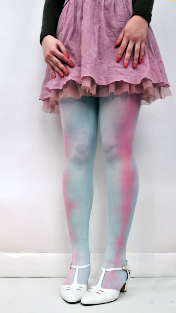 diy-dip-dyed-and-tie-dyed-tights