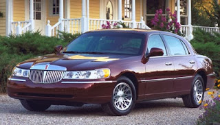 Warren buffett auctioned lincoln town car for charity