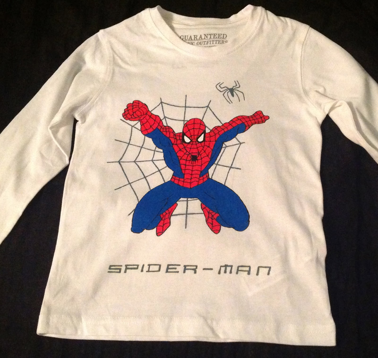 Una Camiseta De Mickey Y Dos De Spiderman