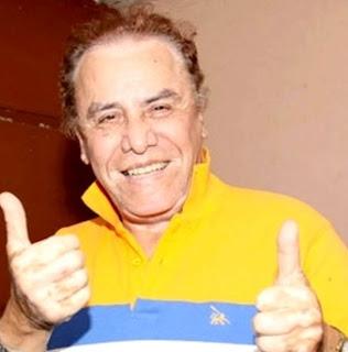 Augusto Polo Campos con linda sonrisa