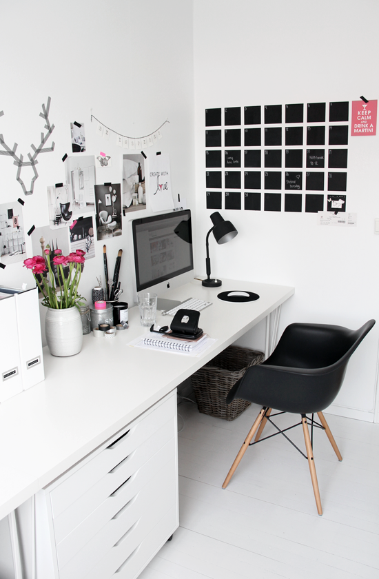 Draw room inspiration with these beautiful black and white spaces from some  seriously amazing bloggers.