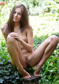 young girls - feminax-sexy-michaela-isizzu-posing-nude-in-wild-bush-09-738143.jpg