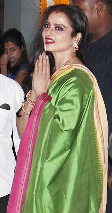 rekha wearing sindoor at vidya balans mehendi ceremony photos pix pictures