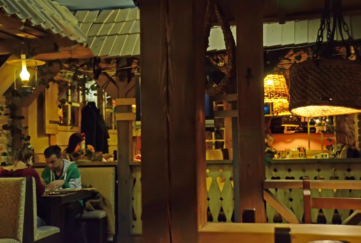 Сетевой ресторан национальной кухни Cili Kaimas. Вильнюс. Литва. Осень Выходные Прогулка по городу достопримечательности фотографии рестораны национальной кухни