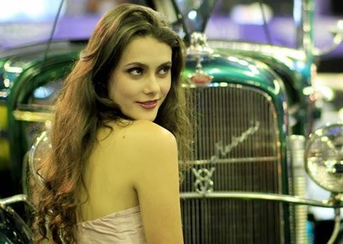 Pesona Wanita Cantik Dalam Pameran Mobil - www.NetterKu.com : Menulis di Internet untuk saling berbagi Ilmu Pengetahuan!