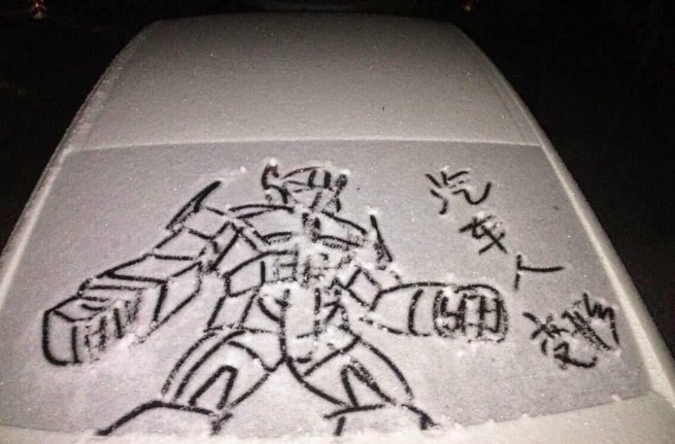 صور سيارات تتحول إلى لوحات فنية رائعة بسبب تساقط الثلوج