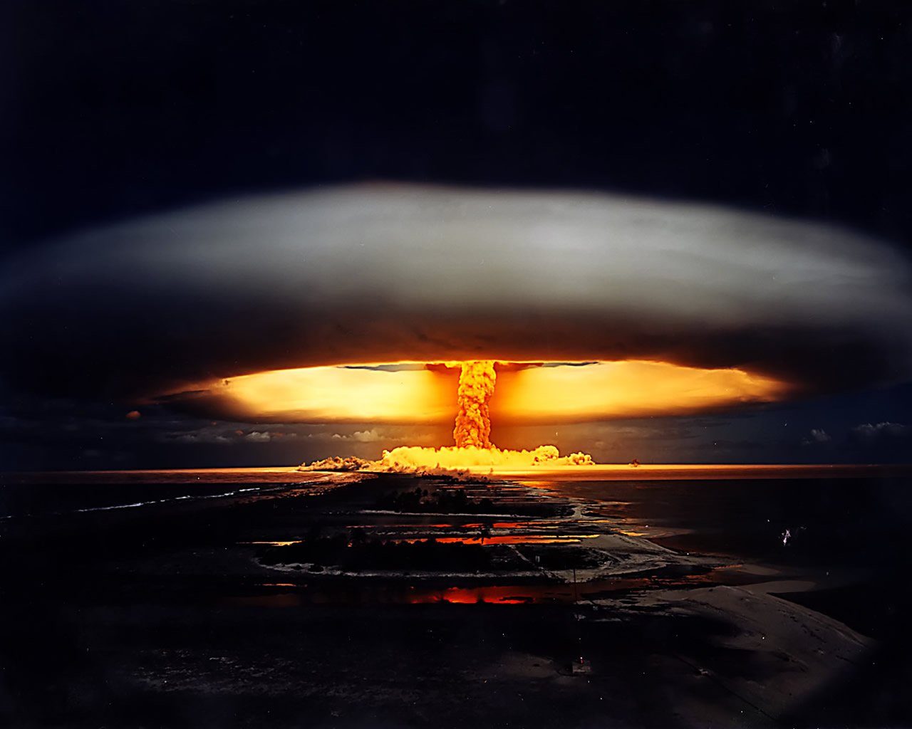 http://3.bp.blogspot.com/-DAZFxZAHx7o/UMkgc2kJCbI/AAAAAAAARZg/Mj4HywuRusc/s1600/35105d1340914007-fondos-de-pantalla-hd-3d-explosion-20nucleo.jpg