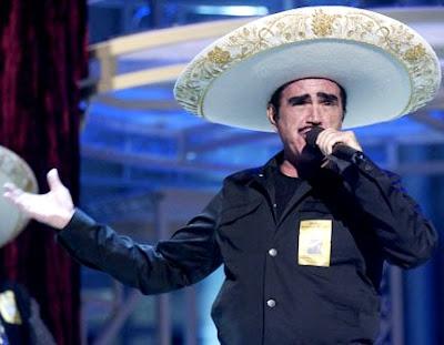 Vicente Fernández cantando con sentimiento