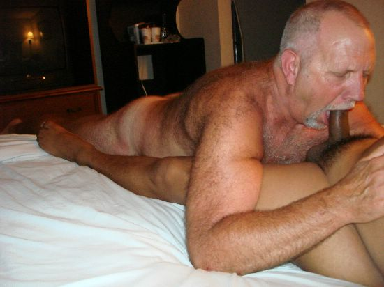 All Homens nus se beijando business! cleared