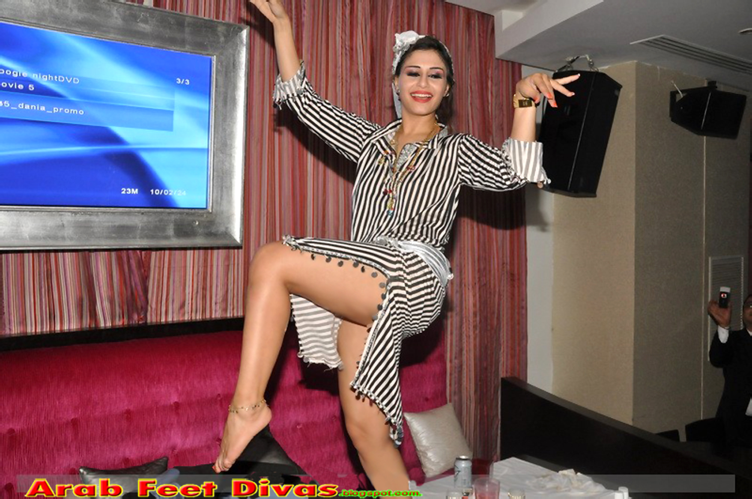 صور اقدام نانسي http://arabfeetdivas.blogspot.com/2013/03/blog-post.html