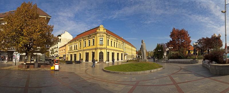 Panorama grada Valjeva, pogled na trg Živojina Mišića i Grand hotel