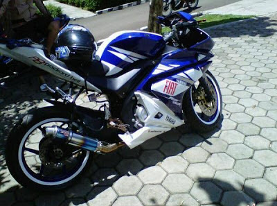 Modifikasi Vixion YZF 150 Fiat MotoGP