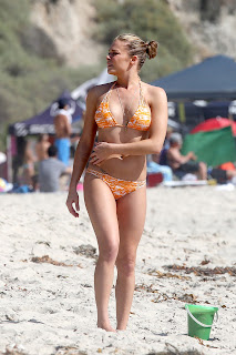 LeAnn Rimes walking on the beach