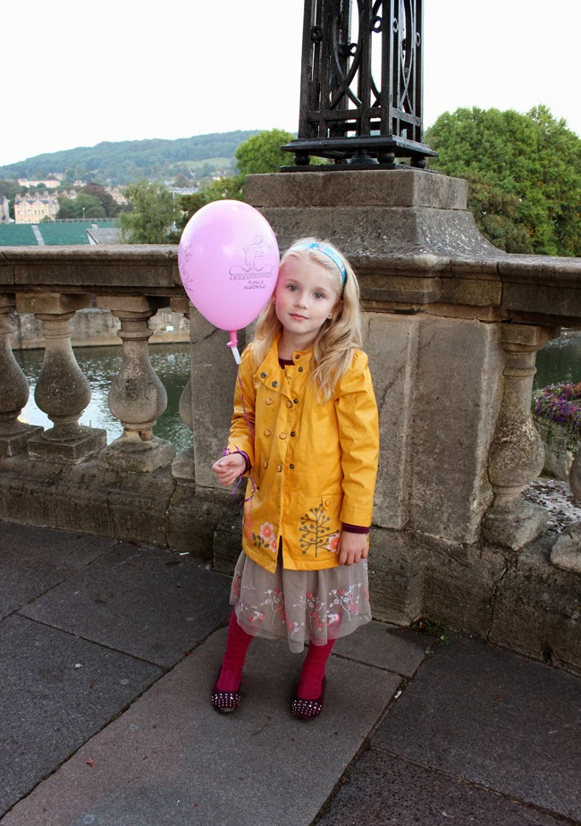 girl with a balloon, old bridge, at the dusk, lovely girl, todaymyway.com