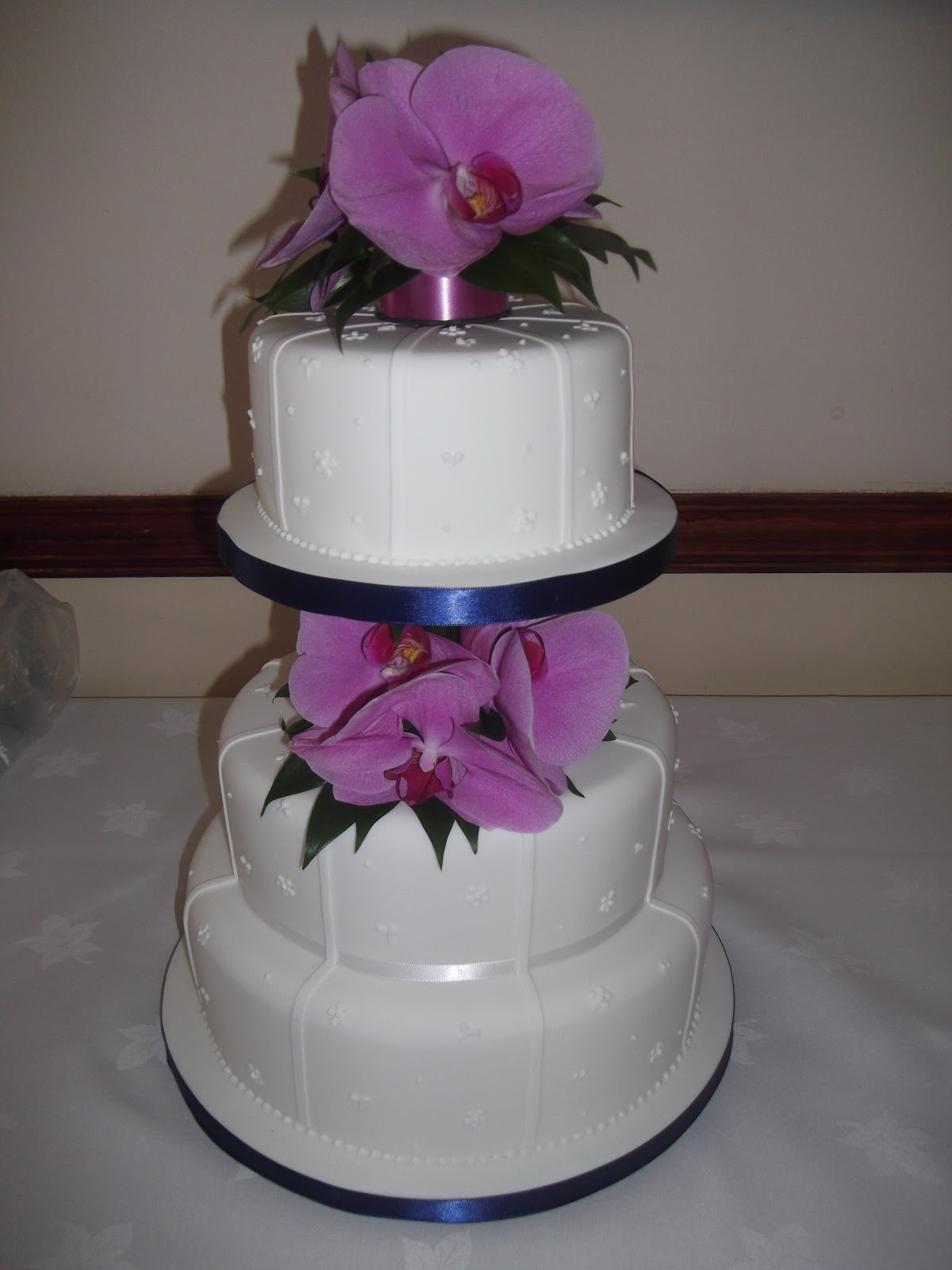 Cakes By Karen: Wedding Cake with fresh Flowers