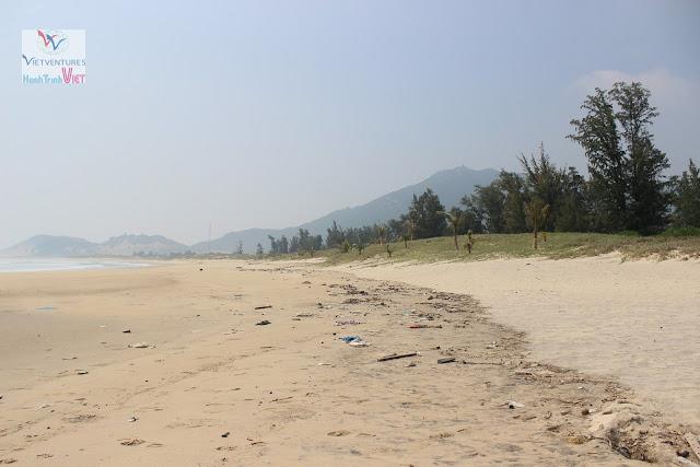 Bãi biển hoang sơ Vĩnh Hội ở Bình Định
